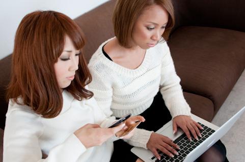 a0001_012466女性2人mac