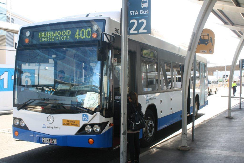 シドニー国際空港からシティへバスで行く方法(1000円くらいの節約になるかも)